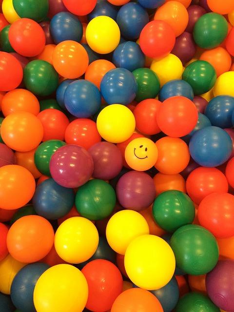 カラーボールがいっぱい(縦)
