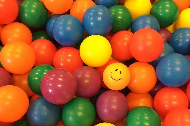 No.p000026 カラーボールがいっぱい(横)